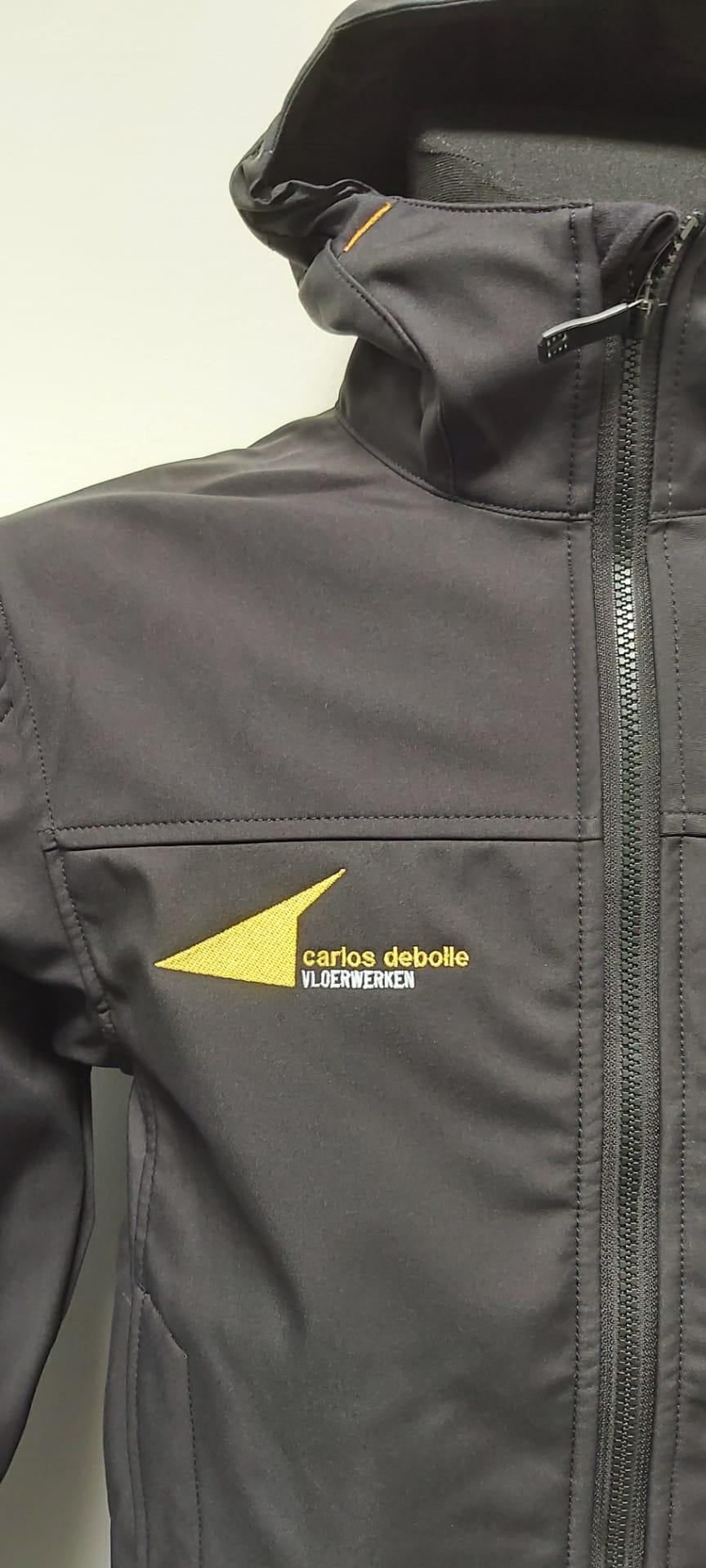 geborduurd logo Carlos Debolle vloerwerken