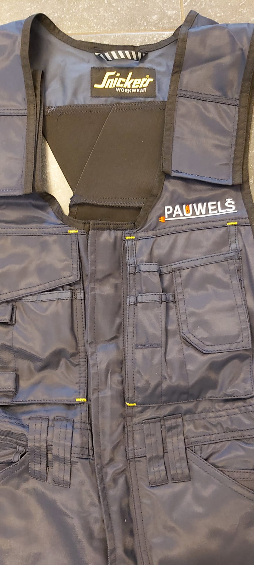 geborduurd logo Pauwels